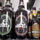Botellas de cerveza Beagle en una heladera